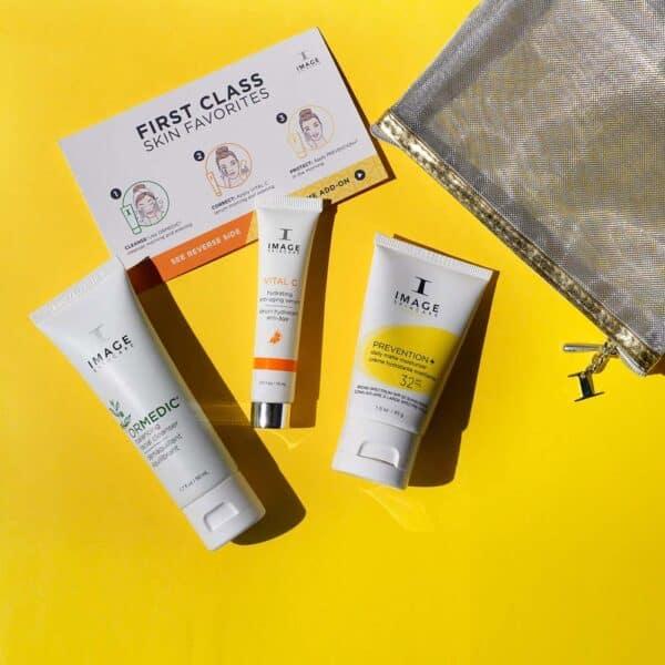FIRST CLASS FAVORITES – Reisisõbralik kosmeetikakomplekt